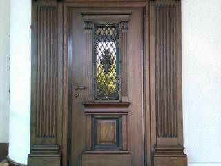 Двери, дверные порталы:  в . Автор – Мастерская Художественной Мебели DerevoDekor , Классический