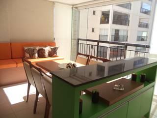 Modern balcony, veranda & terrace by Escritório de Arquitetura Cláudia Mendonça Modern