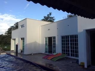 Casas de estilo minimalista de ARQUITECTOnico Minimalista
