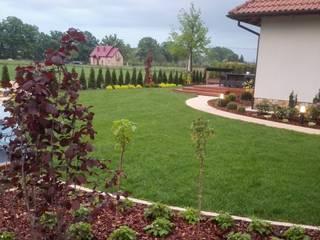 Ogród ze skalniakiem od GRINER Architektura Krajobrazu