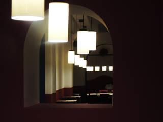 Bares y Clubs de estilo  por mg2 architetture, Ecléctico