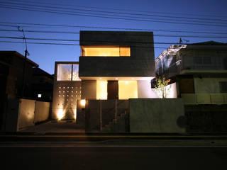 TAKE ONE: Atelier Squareが手掛けた家です。,モダン