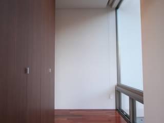 Relaxation House モダンスタイルの 玄関&廊下&階段 の Atelier Square モダン