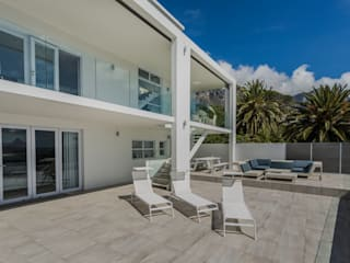 House Camps Bay:  Houses by Babett Frehrking Architect, Modern