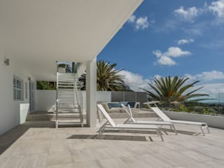 House Camps Bay - Babett Frehrking Architect:  Patios by Babett Frehrking Architect