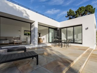 House Hout Bay:  Patios by Babett Frehrking Architect, Modern
