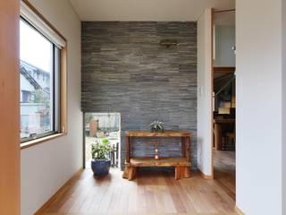 玄関: 池田デザイン室(一級建築士事務所)が手掛けた廊下 & 玄関です。