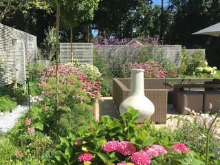 Surrey Garden Сад в классическом стиле от Elks-Smith Landscape and Garden Design Классический
