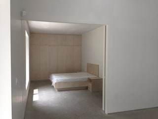 Asan studio house 모던스타일 침실 by small-rooms association 모던