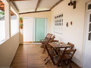 Egzotyczny balkon, taras i weranda od P2 Arquitetos Associados Egzotyczny