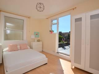 Two bedroom period apartmnt Cuartos de estilo moderno de THE FRESH INTERIOR COMPANY Moderno