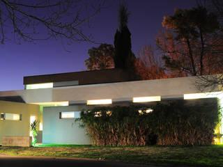 CASA RBL - Estudio FERNANDEZ+MEGO: Casas de estilo  por Estudio Fernández+Mego