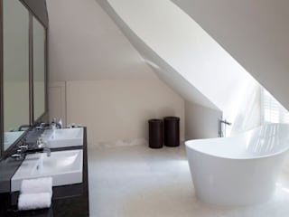 Oxshott family residence Classic style bathroom by niche pr Classic