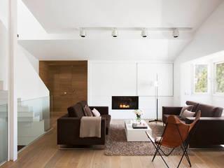 Casa A+J Salones de estilo minimalista de Estudi.Alfred Garcia Gotós Minimalista