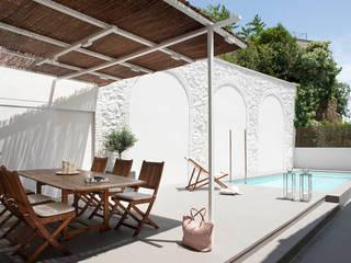 Casa A+J Jardines de estilo minimalista de Estudi.Alfred Garcia Gotós Minimalista
