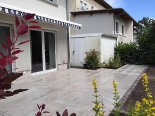 Die verschiedensten Formate im Keramik- Bereich für Ihre Terrasse. gartentyp GmbH Moderner Balkon, Veranda & Terrasse