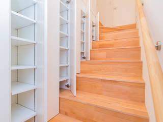 階段収納 モダンスタイルの 玄関&廊下&階段 の インデコード design office モダン