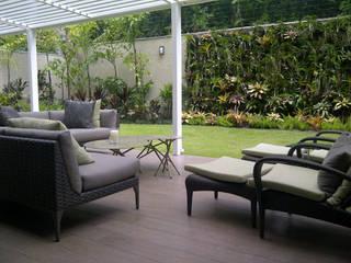 Modern balcony, veranda & terrace by THE muebles Modern
