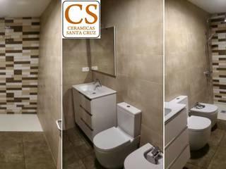 Reforma de baño en cremas Cerámicas Santa Cruz Baños de estilo moderno Azulejos Beige