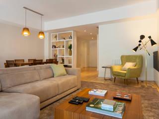 Salon moderne par Traço Magenta - Design de Interiores Moderne