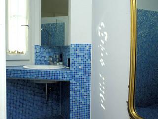 ROBERTA DANISI architetto Modern Bathroom Blue