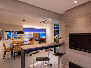 Deu azul Salas de jantar modernas por C. Arquitetura Moderno