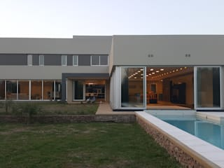 Modern houses by Saleme Sanchez Arquitectos Modern