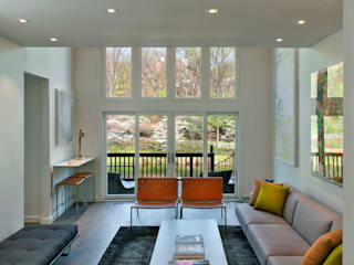 Modern living room by Hinson Design Group Modern