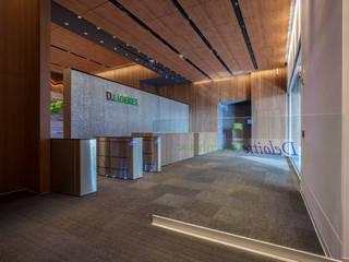 Deloitte Centro de Excelencia: Estudios y oficinas de estilo  por Serrano Monjaraz Arquitectos