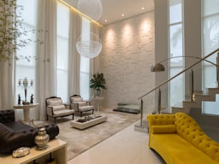 Elegância Atemporal: Salas de estar  por Monique Pedruzzi Arquitetura + Interiores