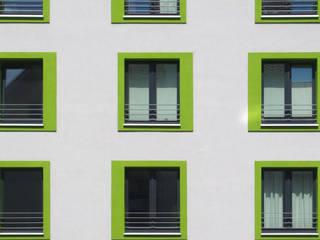 Mehrfamilienhaus:   von MAY Architectural Design