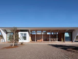 いつも日なた、いつも日かげの家 モダンな 家 の 桑原茂建築設計事務所 / Shigeru Kuwahara Architects モダン