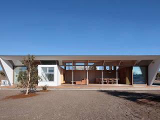 Modern houses by 桑原茂建築設計事務所 / Shigeru Kuwahara Architects Modern