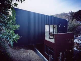 立体交差の家 モダンな 家 の 桑原茂建築設計事務所 / Shigeru Kuwahara Architects モダン