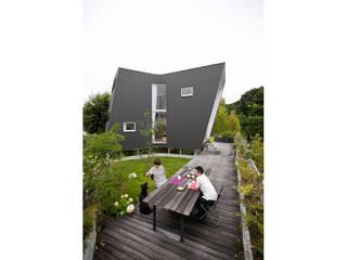 Minimalist style garden by 桑原茂建築設計事務所 / Shigeru Kuwahara Architects Minimalist