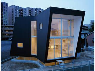 Minimalist houses by 桑原茂建築設計事務所 / Shigeru Kuwahara Architects Minimalist