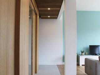 Reforma de Vivienda_Etx Kabia Pasillos, vestíbulos y escaleras de estilo escandinavo de TAPERSTUDIO ARKITEKTURA S.L.P Escandinavo