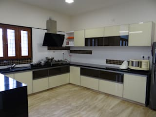 lacequered glass kitchen Modern kitchen by Hasta architects Modern