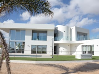 LUZ PARA REPARTIR: Casas de estilo  de José Sánchez Vélez. Arquitectura Mediterránea. 653773806