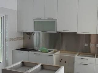 Cocinas de estilo moderno de Atádega Sociedade de Construções, Lda Moderno