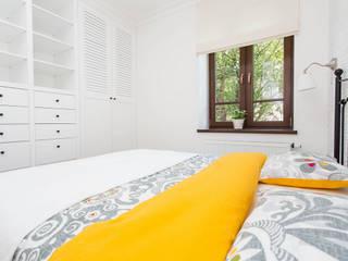 Rolety rzymskie: styl , w kategorii Sypialnia zaprojektowany przez Decore Atelier