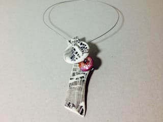 Necklace that calls the attention:   by Ceramic Language. Adriana Sambrano