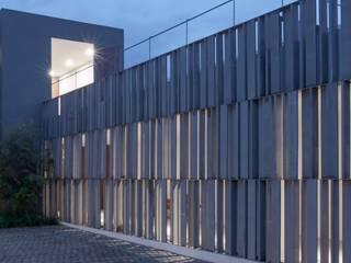 Moderne kantoor- & winkelruimten van Alvaro Moragrega / arquitecto Modern
