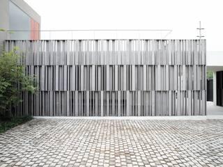 Lojas e espaços comerciais  por Alvaro Moragrega / arquitecto, Moderno