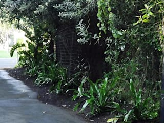 Verge Garden:   by Simon Clements: Garden & Landscape Design