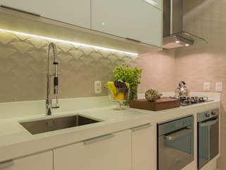 Modern style kitchen by Renata Matos Arquitetura & Business Modern