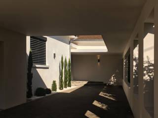 Intérieur contemporain dans maison ancienne par sebastien belle Moderne