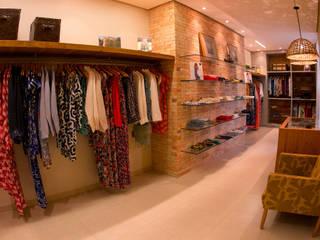 LOJA 40M²: Lojas e imóveis comerciais  por Elisa Vasconcelos Arquitetura  Interiores,Rústico