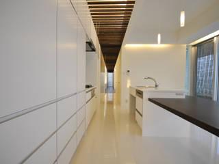 Modern kitchen by 門一級建築士事務所 Modern