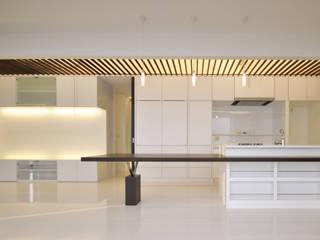 門一級建築士事務所 Modern dining room Wood Wood effect